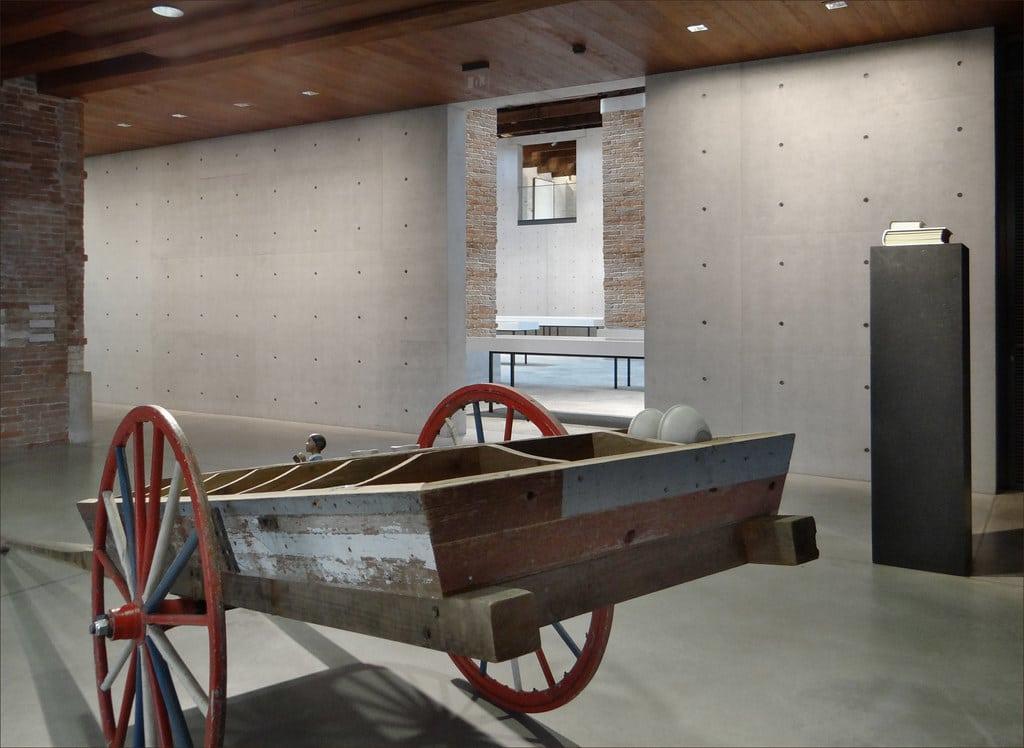 L'intérieur restauré par Tadao Ando de la Punta della Dogana à Venise. Photo de Dalbera.