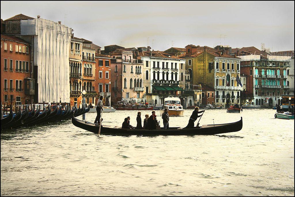 Traversée du Grand Canal de Venise en traghetto - Photo de Laima Gūtmane