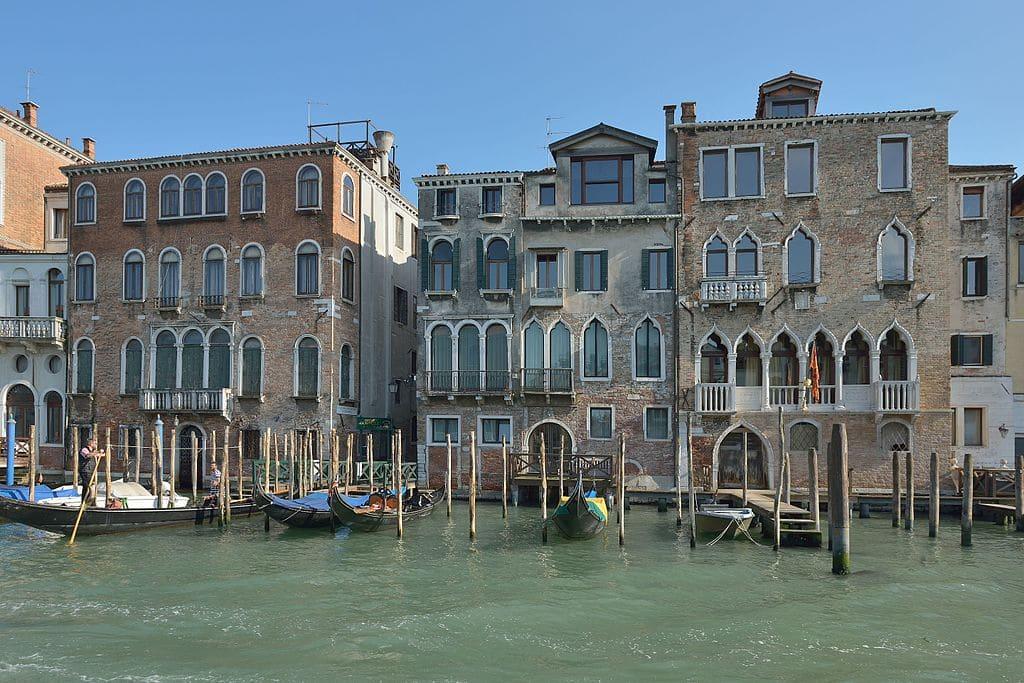 Palais le long du Grand Canal dans le quartier de Cannaregio à Venise - Photo de Wolfgang Moroder