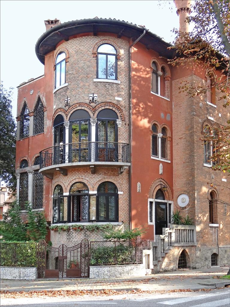 Villa Perez de style Art Nouveau sur le Lido à Venise - Photo de Dalbera