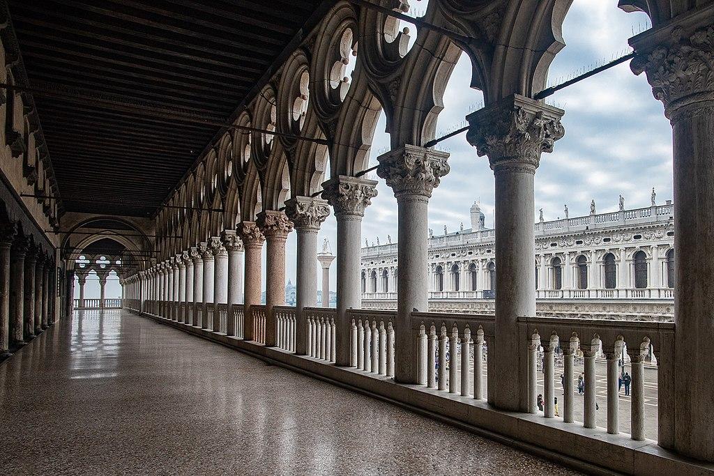 Couloir de dentelles dans le Palais des Doges à Venise - Photo de Gianfranco Zanovello