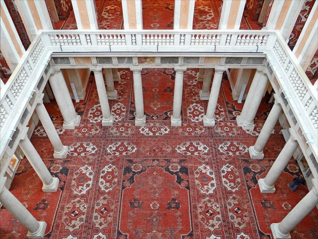 Cour intérieure du Palazzo Grassi à Venise revisité par Rudolf Stingel - Photo de Dalbera