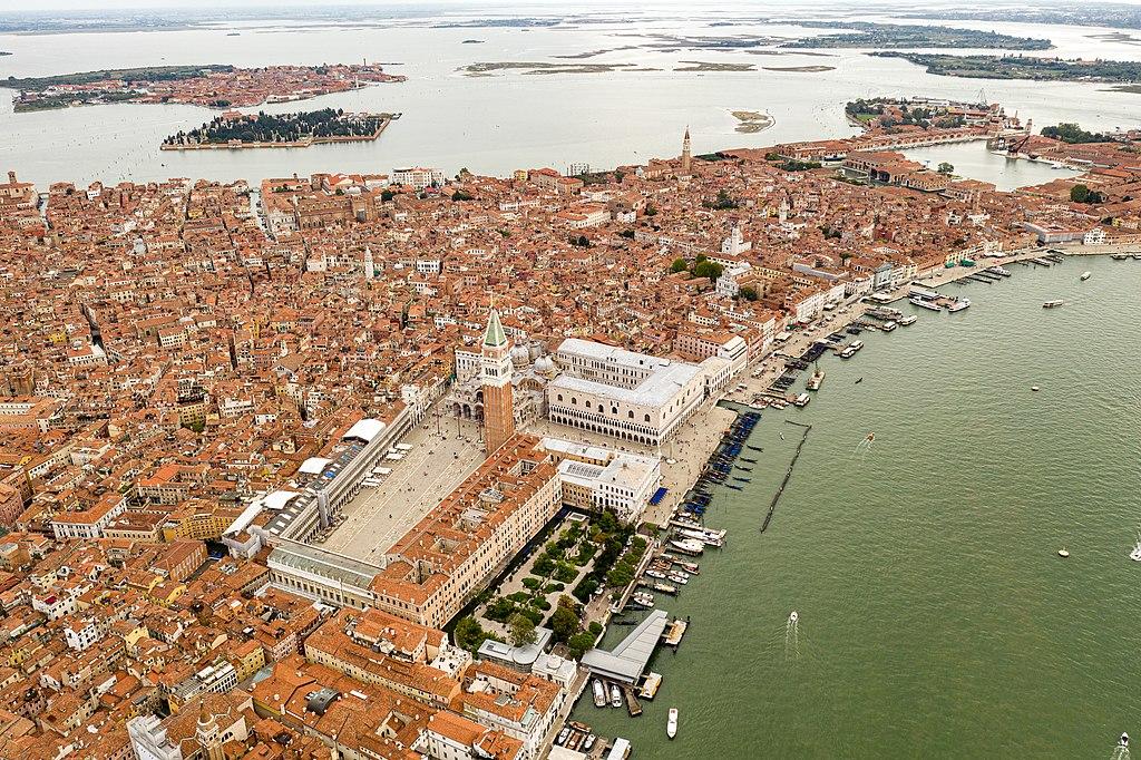 Vue aérienne de le place Saint Marc à Venise - Photo de Kasa Fue