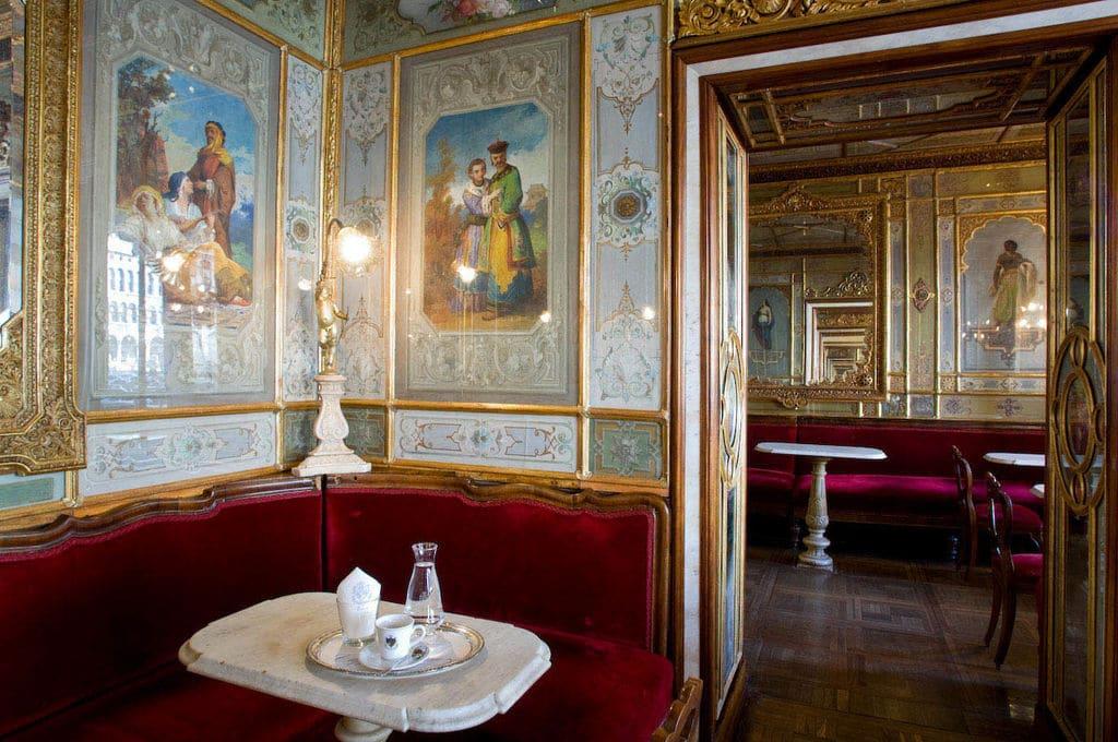 Salle chinoise du Café Florian sur la place Saint Marc à Venise.