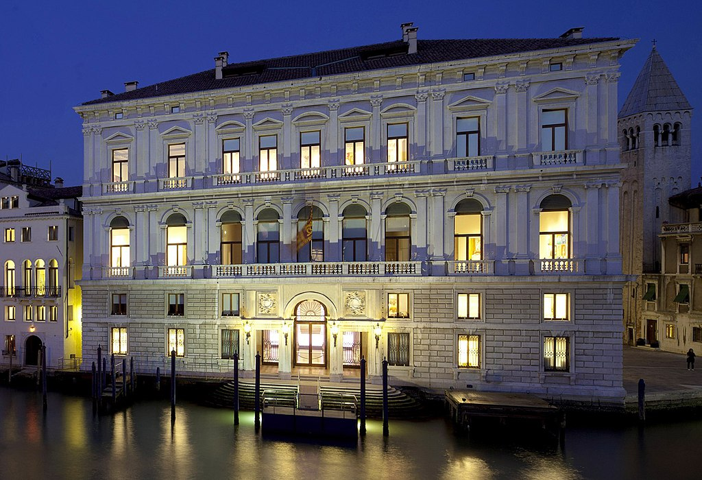 Palazzo Grassi à Venise la nuit - Photo de Mauro Lighting Designer