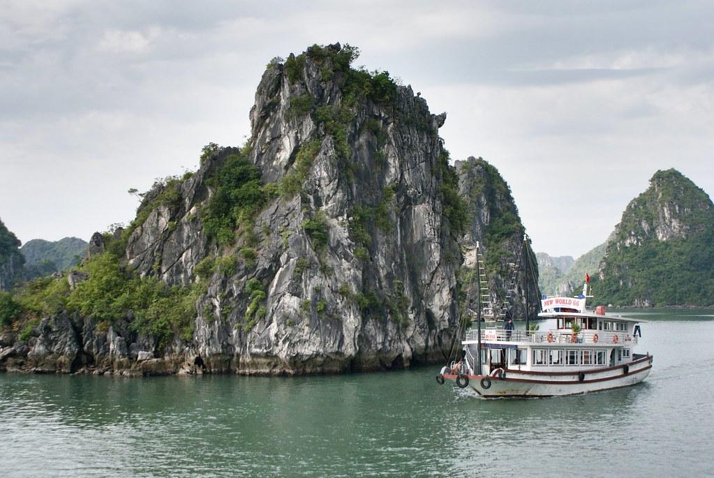 Baie d'Halong, la monumentale montagne dans la mer du Vietnam