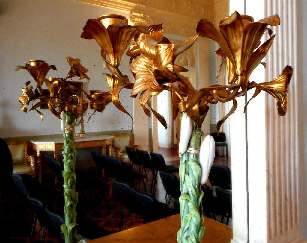 Collection d'arts décoratifs et de porcelaine au musée de la Villa Floridiana à Naples.