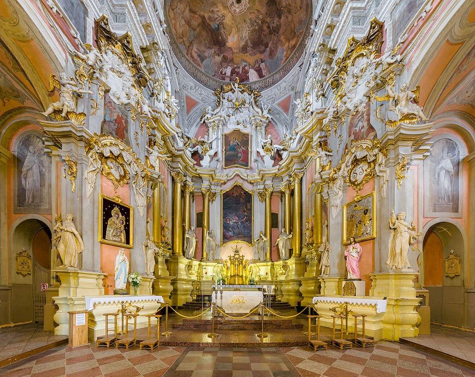 > Autel de l'église Sainte Thérèse à Vilnius - Photo de Diliff