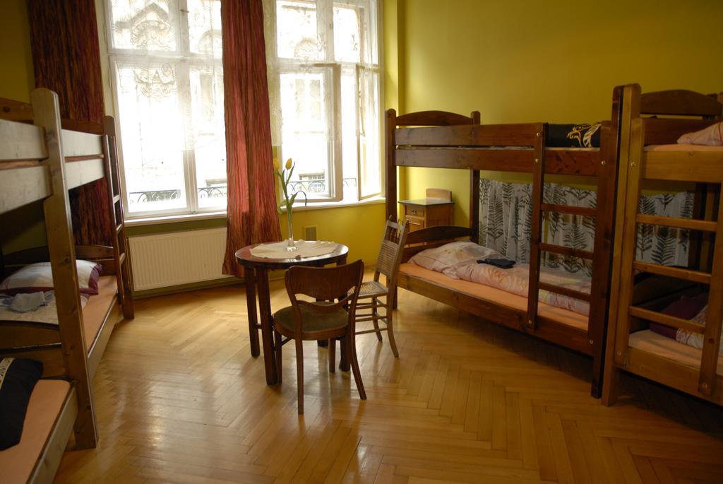 Hébergement : Ambiance rétro à l'auberge de jeunesse Mleczarnia à Wroclaw.